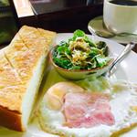コーヒーショップくりの木 - 料理写真:ブレンドコーヒー¥380とモーニング