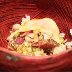 鳥茂 - 色んな部位の入った丼物