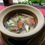 ドゥワンチャン - 「豚挽肉と豆腐と春雨スープ」。トムヤムクンも選べます。