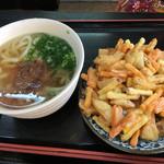 香川製麺てまり - かき揚げが大き過ぎるので、別皿に置きました