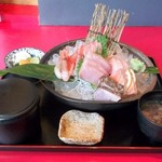魚料理の店 鮮魚まるふく - おまかせ刺身盛り定食 980円