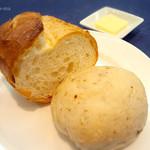 エール新町 - バゲットとクルミのパン