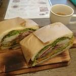 67644605 - ローストポークサンドイッチ(オードブルサラダ、スープ付き) 1,000円