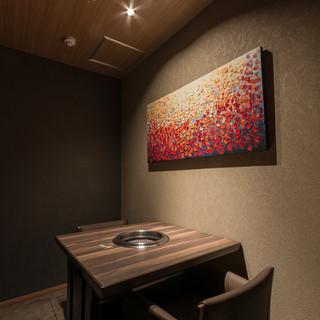 落ち着いた雰囲気の個室は、接待やデート、記念日などにおすすめ
