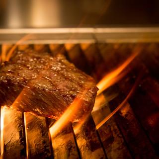 炭火で焼く塊肉‼当店に来たら是非食べて下さい