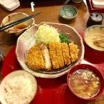 とんかつ 梨庵 - 料理写真:ロースカツのセット(ご飯、味噌汁、小鉢、お漬物)
