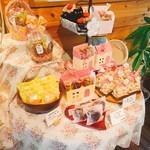 67655260 - 店内焼き菓子コーナー