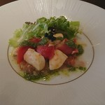 67659871 - 愛媛県産真鯛のカルパッチョ フルーツトマト モッツァレラチーズ 弥彦産無農薬サラダ キャビア添え