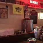 MKYアメリカンレストラン - アメリカンな店内