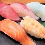 67661908 - Bセットの寿司のアップ