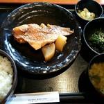 楽市 - 日替り魚ランチ【赤魚煮付け定食 ¥800(税込)】