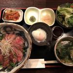 67667011 - 和風ローストビーフ丼+温泉たまごトッピング