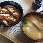 67667020 - 団子汁162円と炊き込みご飯(小)75円