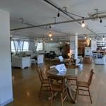 カフェ & セレクトショップ ラメール - 2階がカフェ