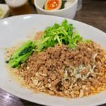 雲林坊 - 「本場成都の汁なし坦々麺」(880円)+「パクチー」(120円)