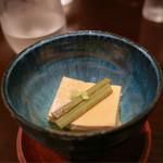 五明 ごみょ - お通し 400円(玉子豆腐)