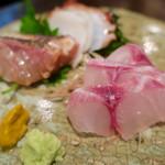 五明 ごみょ - 刺身盛り合わせハーフ980円(黒むつ炙り、伊佐木、真たこ)