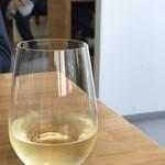 キッチンミルポワ - セットだと一杯200円のお値打ちグラスワイン