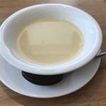 キッチンミルポワ - ハヤシライスに付いたコーンポタージュスープ