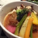 67674195 - *ハンバーグは数種類のお野菜が添えられ、大根おろしタップリの和風ダレがかけられています。