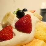 67674639 - フレッシュフルーツパンケーキ