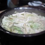 水炊き 鼓次郎 - 野菜も投入