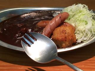 カフェ 百番や - あ! 金沢カレーはフォークで食べると思ってたんですが 百番やは小・中学の給食で見かけたスプーンと似てます!