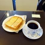 Cafe Kuromimi Lapin - バタートーストモーニングセット750円、コーヒーはプラチナ