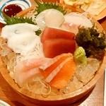 徳ちゃん - 徳ちゃん@札幌店 桶にのるだけのっけもり小 まぐろ、サーモン、ホタテ、そい、かんぱち、たこ
