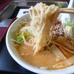 里宝亭 - 中加水のツルツル麺