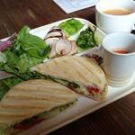 Vegebar&Cafe G - 野菜たっぷりパニーニランチ