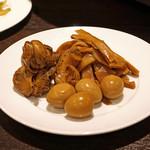 ファイヤーホール 陳 - 前菜 うずら玉子、ツブ貝、メンマのルースイの煮込み