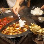 """ファイヤーホール 陳 - フカヒレを """"肉骨茶(バクテー)""""スープに"""