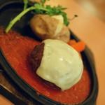 不二家レストラン - ダブルチーズのエアーズロックハンバーグトマトソース(1,090円+税)2017年5月