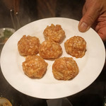 ファイヤーホール 陳 - 火鍋 特製肉団子、慈姑(クワイ)とクミンとパクチー入り