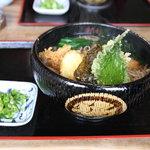 ゆたか家 - 天ぷらそば(800円)