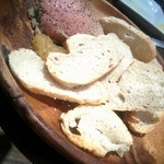 トラットリア クアルト - 鶏白レバーのパテ