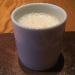 67691706 - 新玉葱のスープ。甘みもしっかりと、そして強いコクがあり美味。ヴォライユを使用との事。