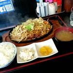 楽庵 - 料理写真:焼きそば定食750円