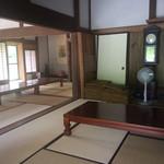 棚田倶楽部 - こちらの席は予約が必要?カフェ隣のレストランごんべい。
