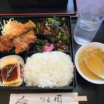 つる園 - 日替わり定食 ¥700 ・弁当型とはいえ、普通にすごいボリューム。お腹パンパンになります。