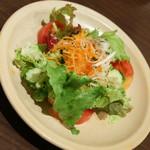 ブレッツ・カフェ・クレープリー - ガレットクラシックとスープ(1,680円)のサラダ2017年5月