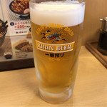 天丼てんや - 天ぷら4品と生ビールのセット 580円。