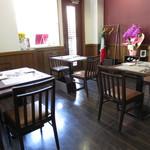 レストラン タケウチ - 内観:テーブル席