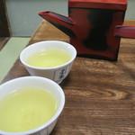 手打皿そば 甚兵衛 - 蕎麦湯と蕎麦茶