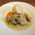 ビストロ 石川亭 - 鶏肉のフリカッセ バターライスとほうれん草のソテー添え