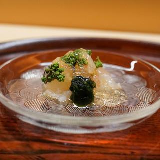 松川 - 料理写真:伊勢えび昆布締め、花山椒と海苔を添えて