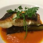 67702664 - 鮮魚のポワレ、茄子が下に。パプリカ・トマトソース