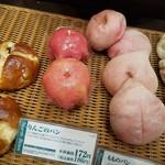 67704327 - りんごのパン