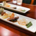 趙楊 - 前菜:インゲン、しまえび、すね肉、ゴールドピータン 、冬瓜、くらげの春巻き、ブロッコリー